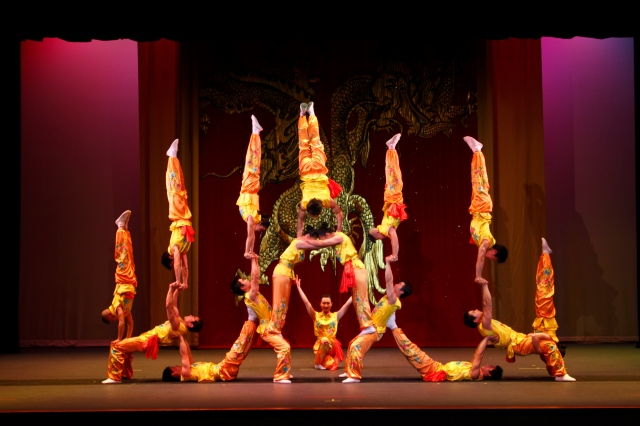 Peking Acrobats PHOTO: Tom Meinhold Photography