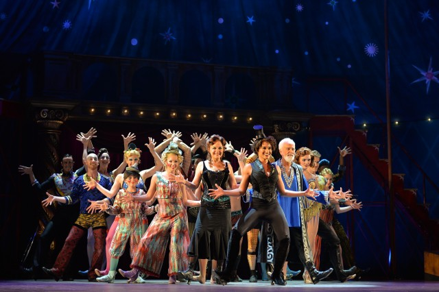 Cast of PIPPIN Photo by Shinobu Ikazaki